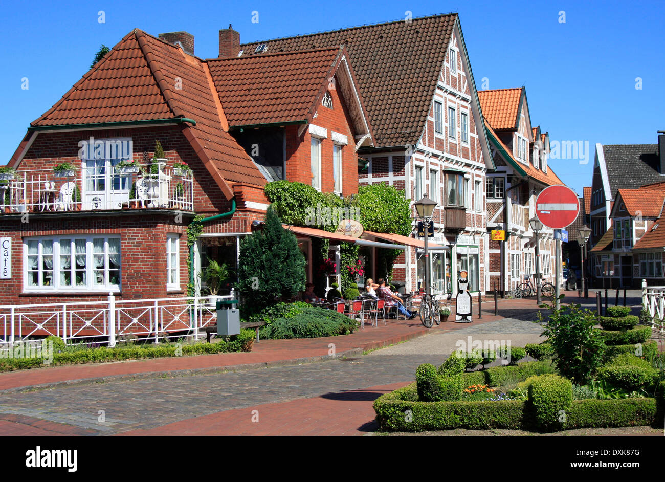 Half-timbered house in York. The style of the half-timbered houses is impressive. York is bordered of Hamburg and is the center of the are Altes Land, one of the largest fruit-growing areas in Europe. Photo: Klaus Nowottnick Date: May 23, 2009 - Stock Image