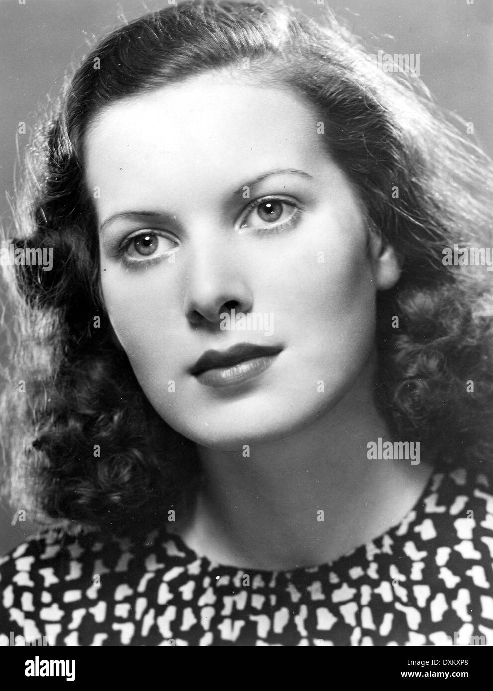 Eighteen year old MAUREEN O'HARA in a portrait taken to publ - Stock Image