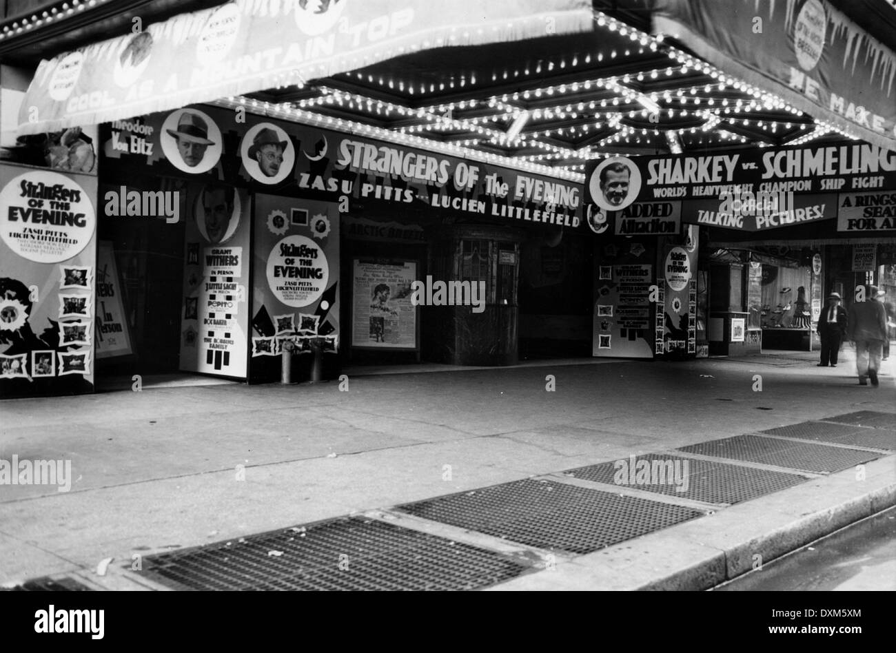 UNIDENTIFIED CINEMA THOUGHT TO BE IN NEW YORK STATE USA SHOW - Stock Image