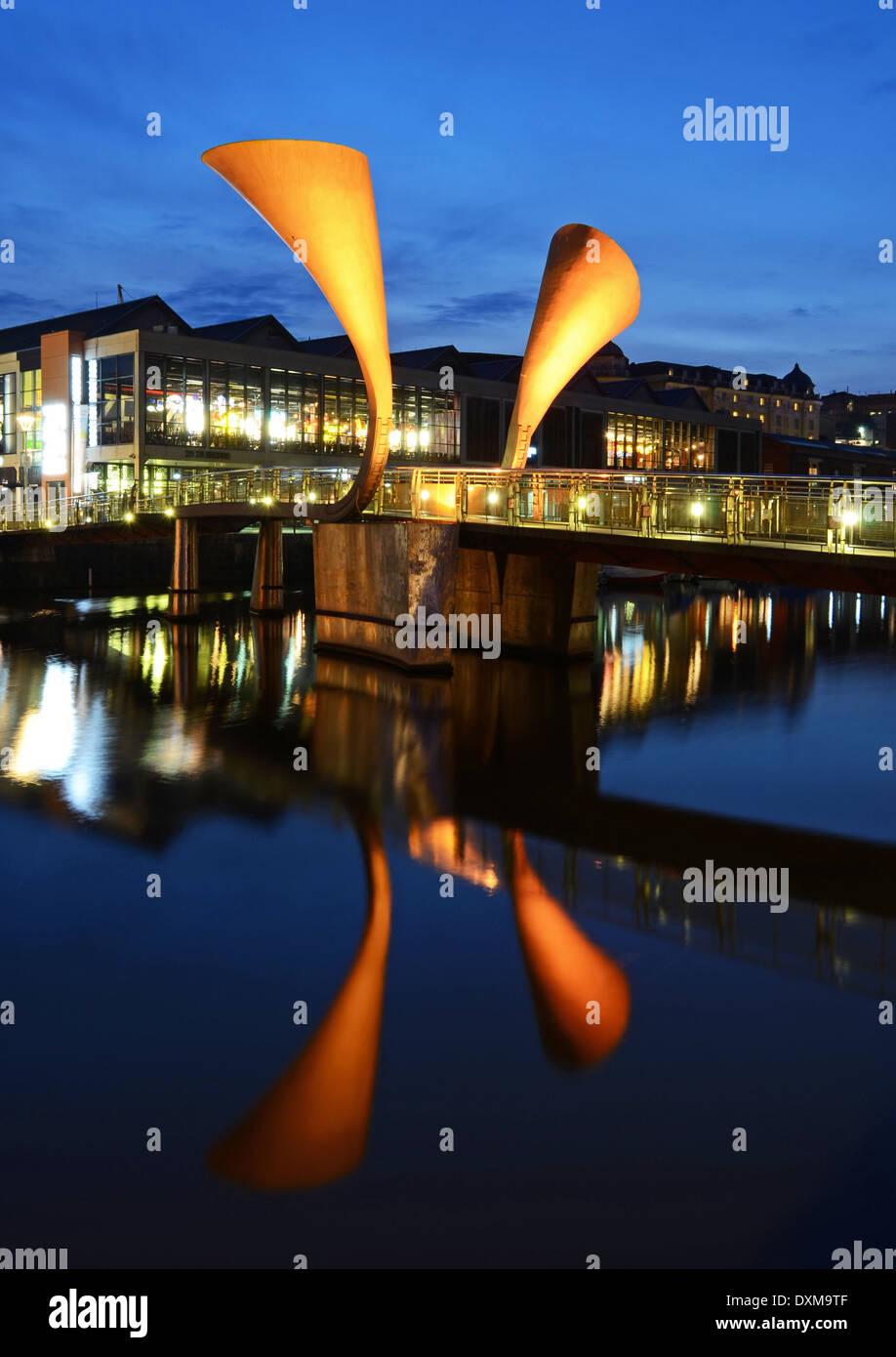 Pero's Bridge, illuminated at night on Bristol's Harbourside - Stock Image