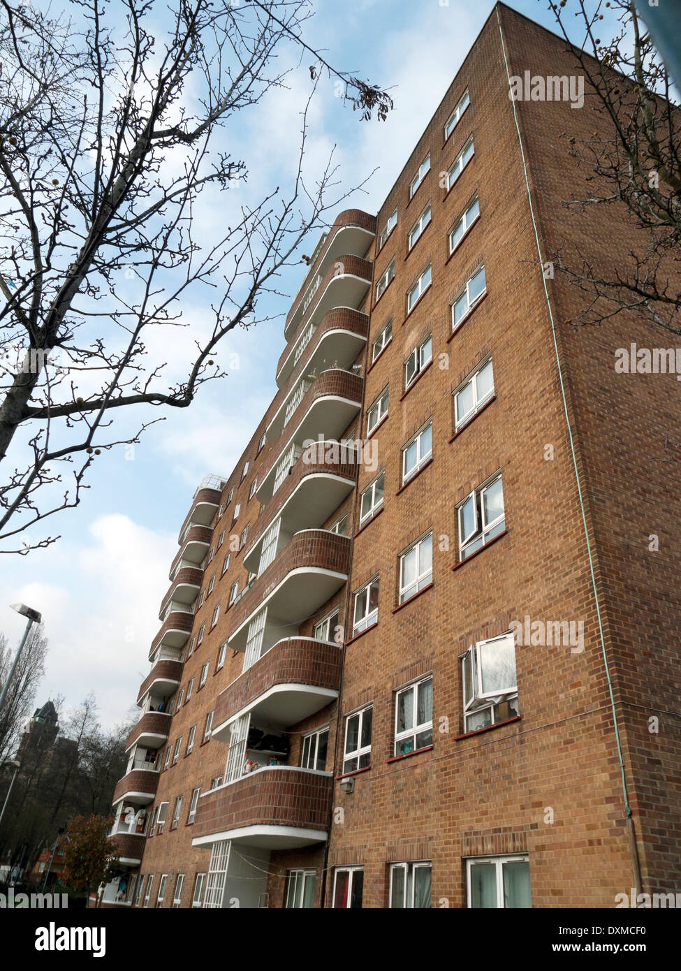 Residential tower block with balconies viewed from Goldington Street in Somers Town, London NW1 England UK   KATHY DEWITT - Stock Image