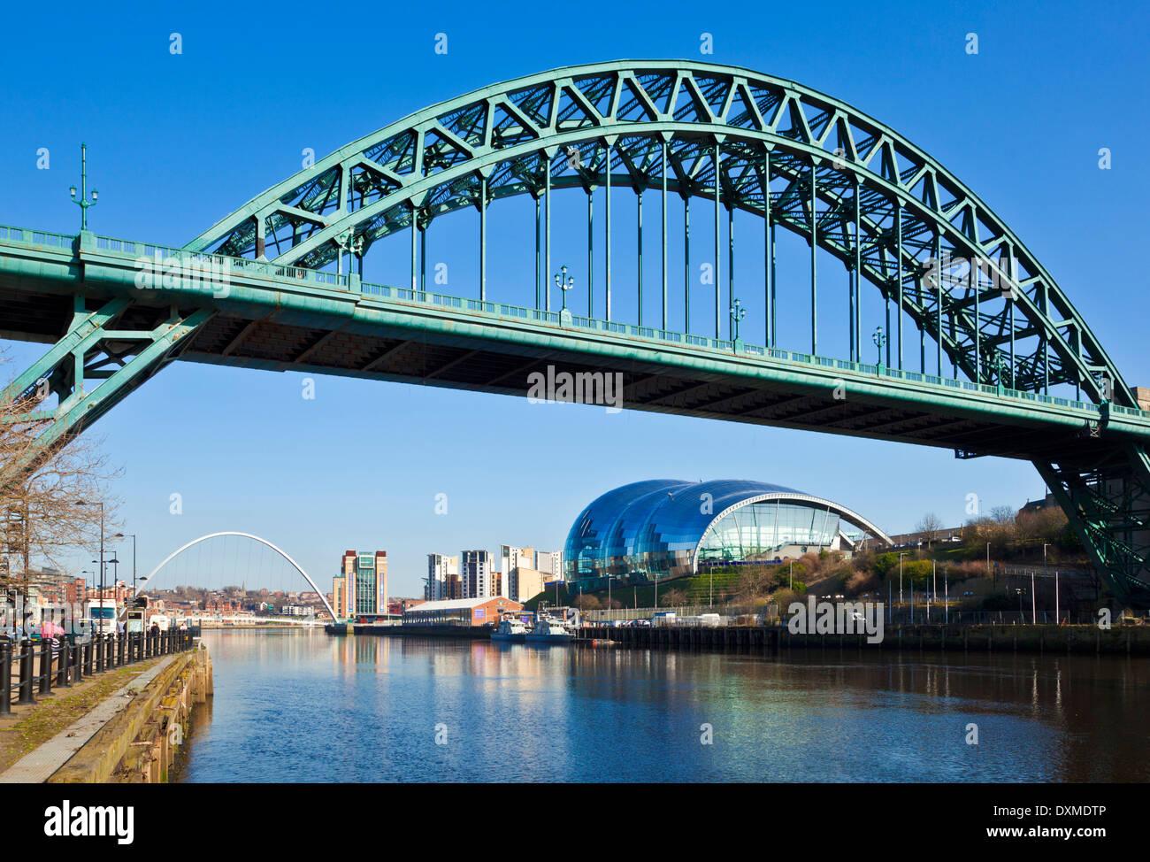 Newcastle upon Tyne skyline gateshead the Tyne bridge over River Tyne Tyne and Wear Tyneside England UK GB EU Europe Stock Photo