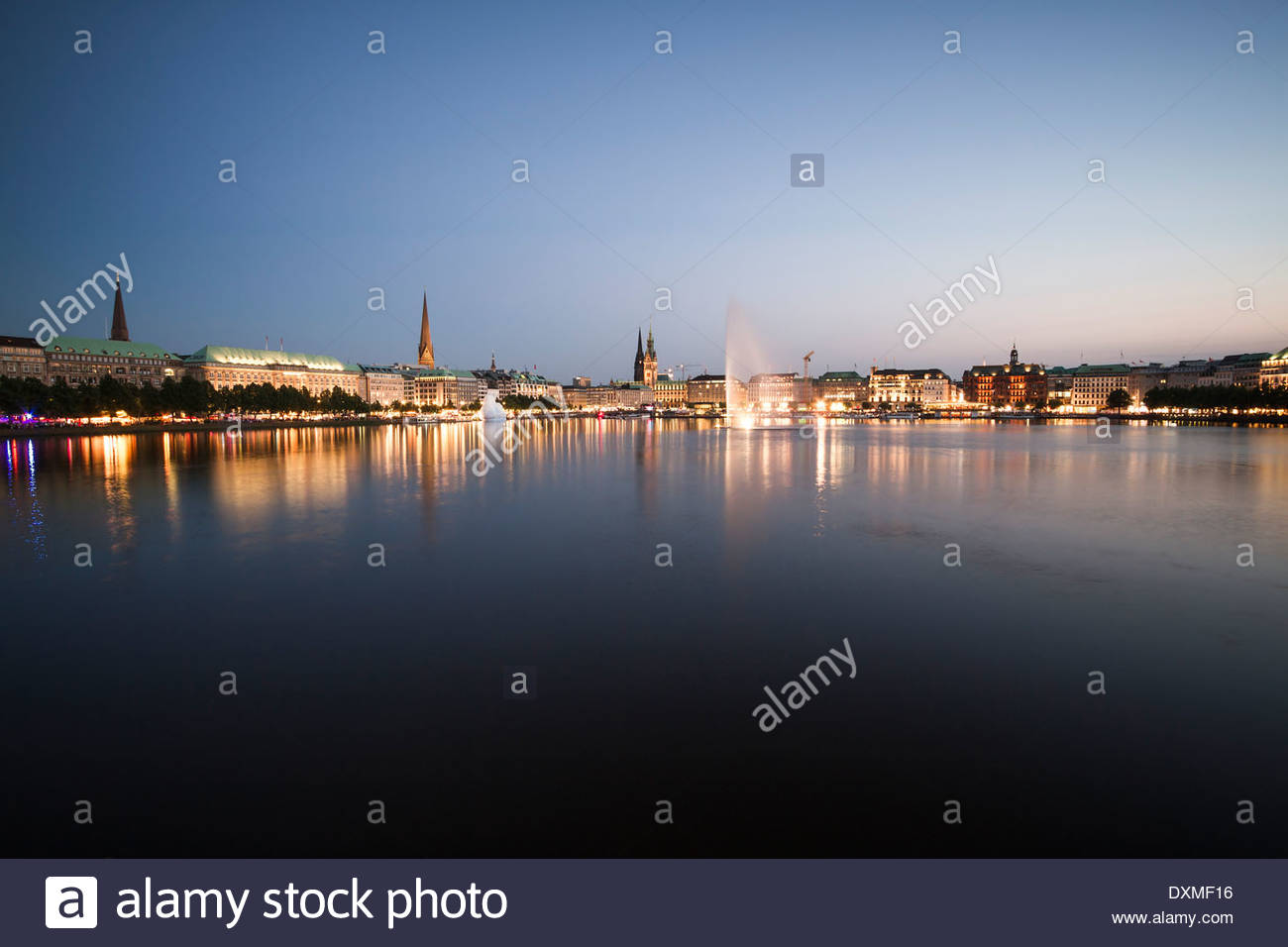 Germany, Hamburg, Binnenalster with skyline at blue hour - Stock Image