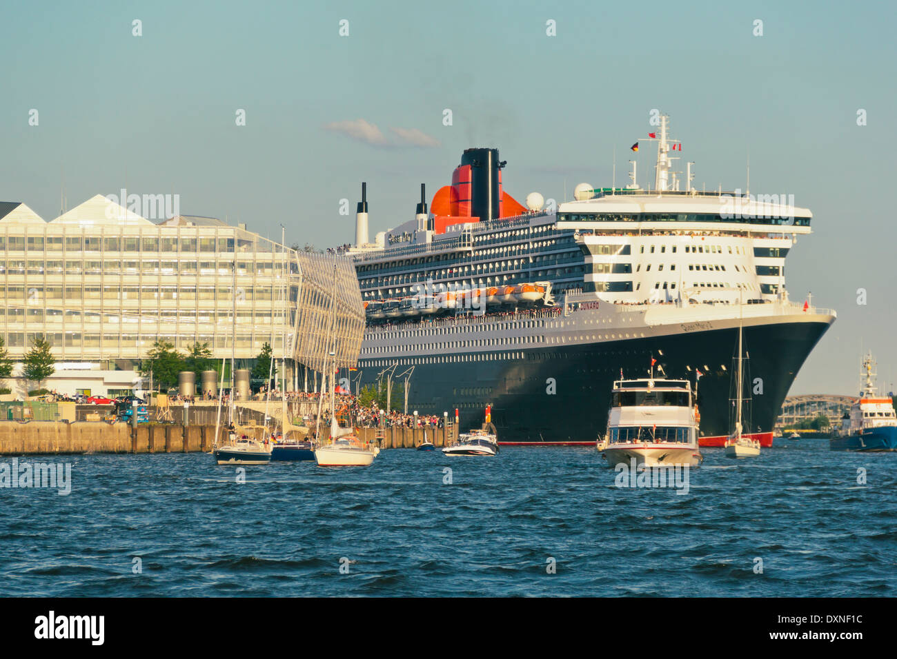 Germany, Hamburg, Cruise liner Queen Mary 2 at Unilever House - Stock Image