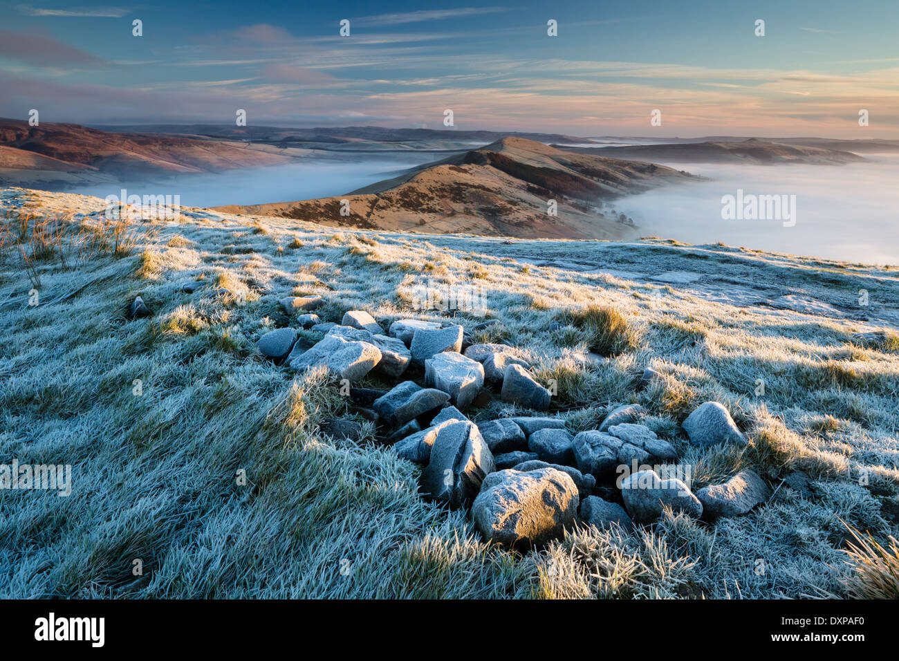 Heavy frost on Mam Tor, looking towards the mist-filled Hope and Edale Valleys. Peak District - Stock Image