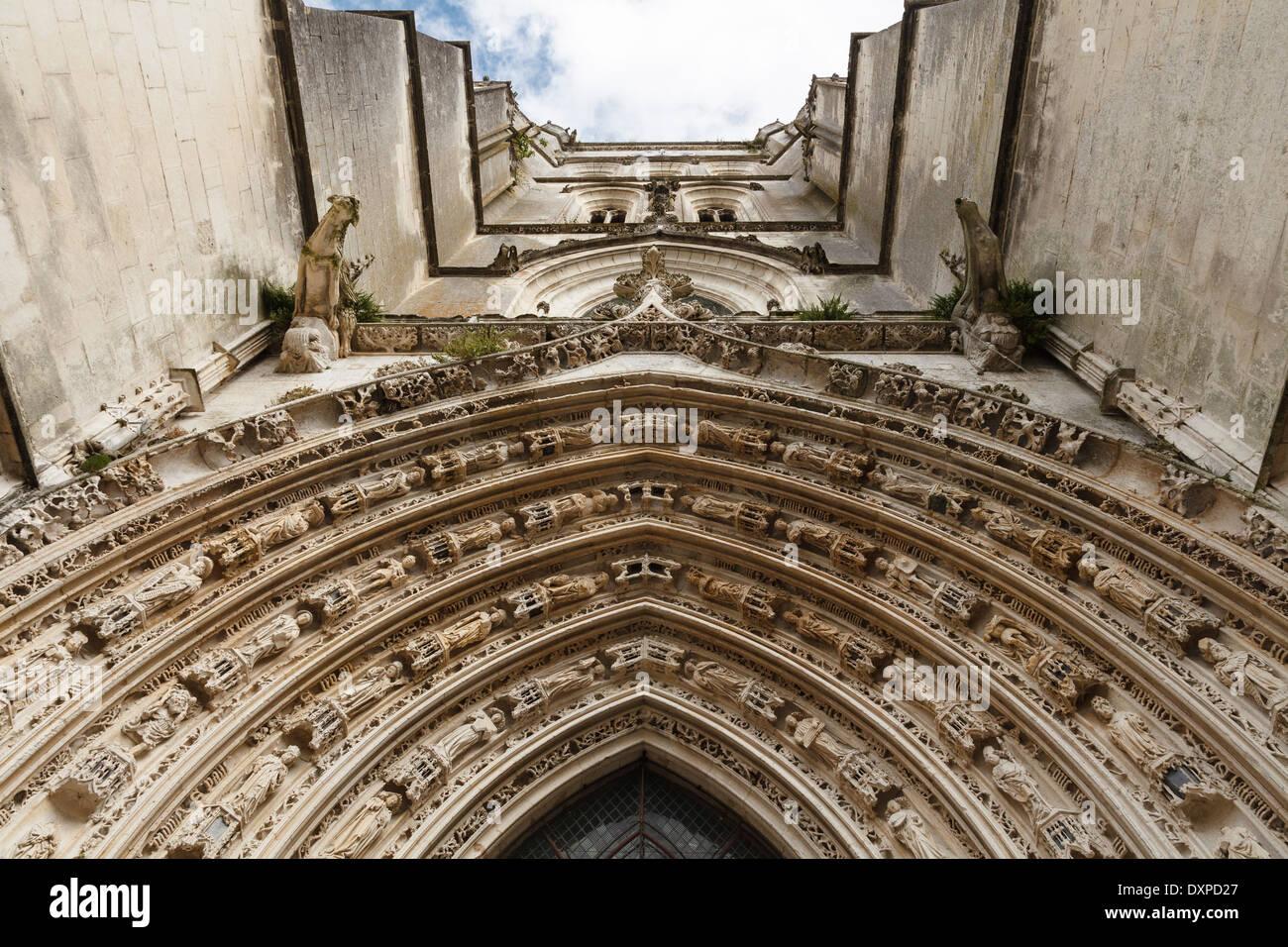 The arched entrance and tower of the Cathédrale Saint-Pierre, Saintes, Poitou-Charente, France - Stock Image