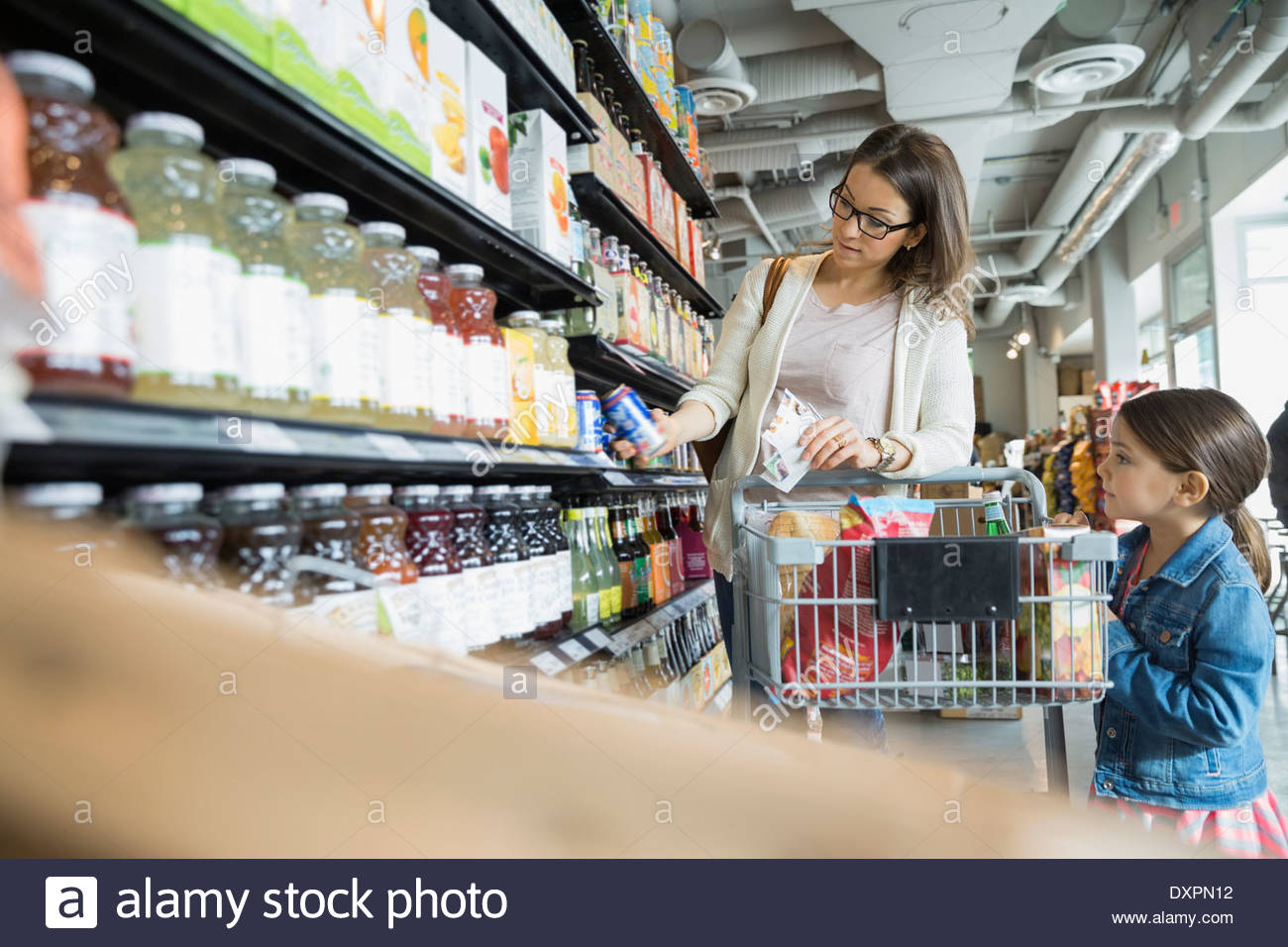 Mother and daughter shopping in market - Stock Image