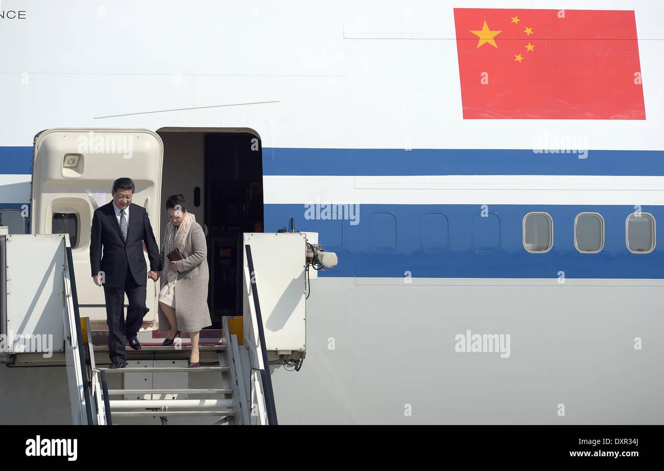 Duesseldorf, Germany. 29th Mar, 2014. Chinese President Xi Jinping and his wife Peng Liyuan leave the plane at the airport in Duesseldorf, Germany, 29 March 2014. The Chinese President continued his state visit in North Rhine-Westphalia. Photo: FEDERICO GAMBARINI/DPA/Alamy Live News - Stock Image