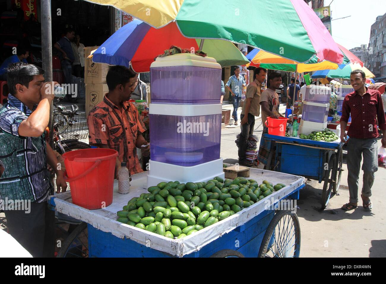 Vendor sells unhygienic soft drink   on footpath in Dhaka, capital of Bangladesh, 29 March 2014. - Stock Image