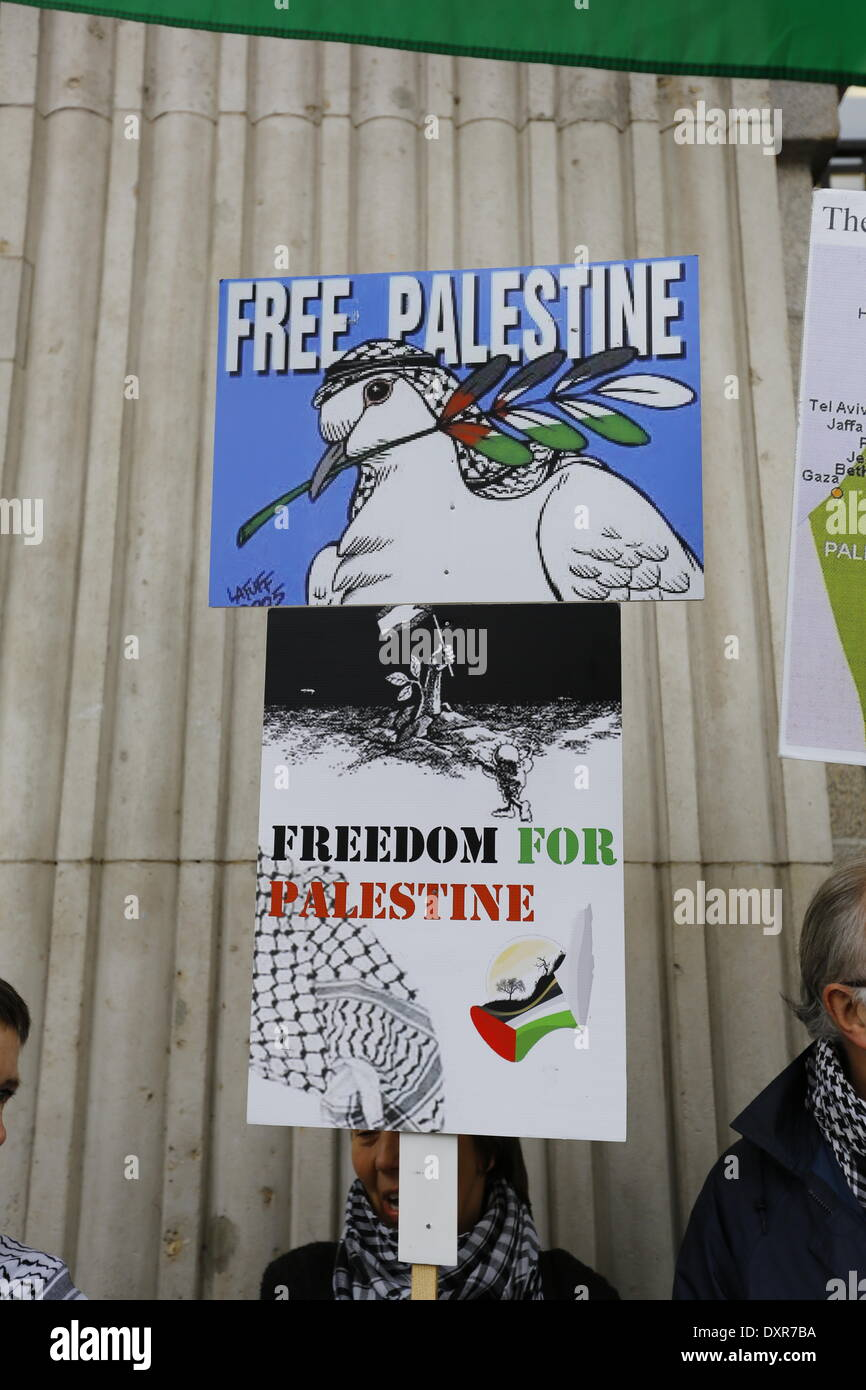 Dublin, Ireland. 29th March 2014. An protester holds a sign that reads 'Free Palestine' and 'Freedom for Palestine'. The Ireland Palestine Solidarity Campaign (IPSC) protested in Dublin's O'Connell Street on the 38th anniversary of the 1976 land day protest against discrimination of Palestinians by Israel and the expansion of Israeli settlements in Palestinian territory. Credit:  Michael Debets/Alamy Live News - Stock Image