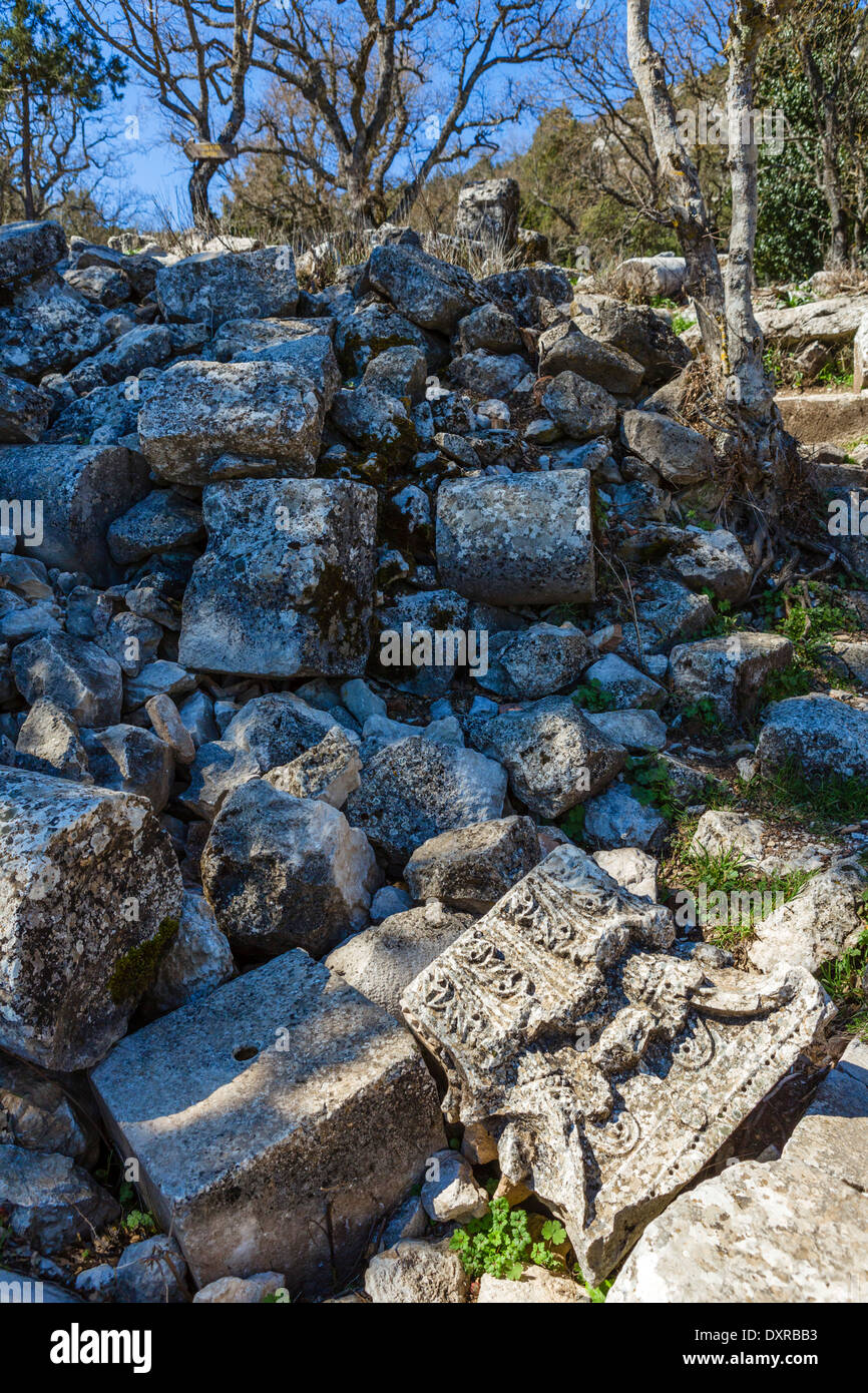 The site at Termessos is littered with unreconstructed stones, pillars and carvings, Antalya Province, Psidia, Turkey - Stock Image