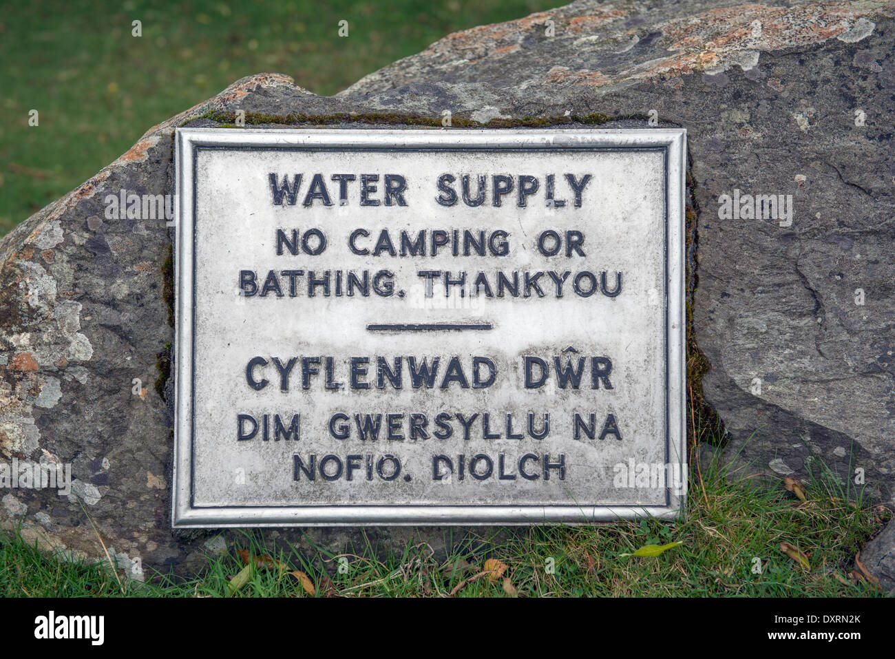 Water supply notice in Nant Ffrancon between Capel Curig and Bethesda in North Wales - Stock Image