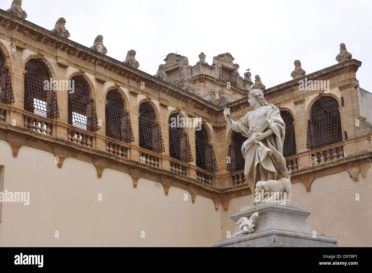 Statue in Via Del Republica,  Mazara del Vallo, on the side of Cattedrale San Salvatore, Mazara del Vallo, Trapani, Sicily. - Stock Image