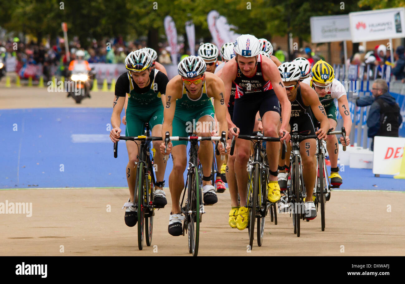 Alistair brownlee and other riders at ITU Triathlon 2013 in London - Stock Image