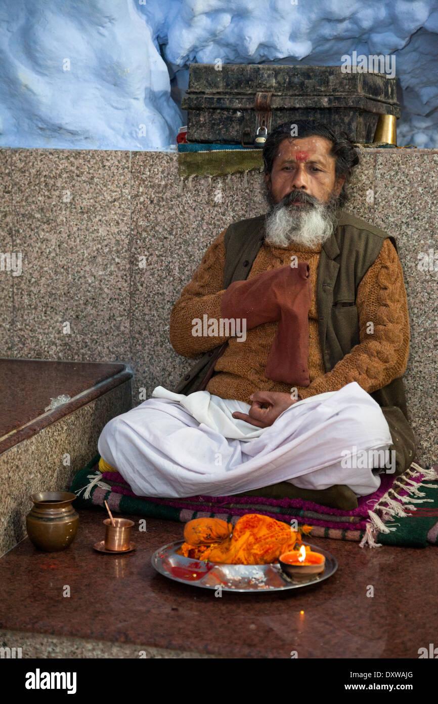 India, Dehradun. Hindu Sadhu (Holy Ascetic) in the Tapkeshwar Hindu Temple. - Stock Image