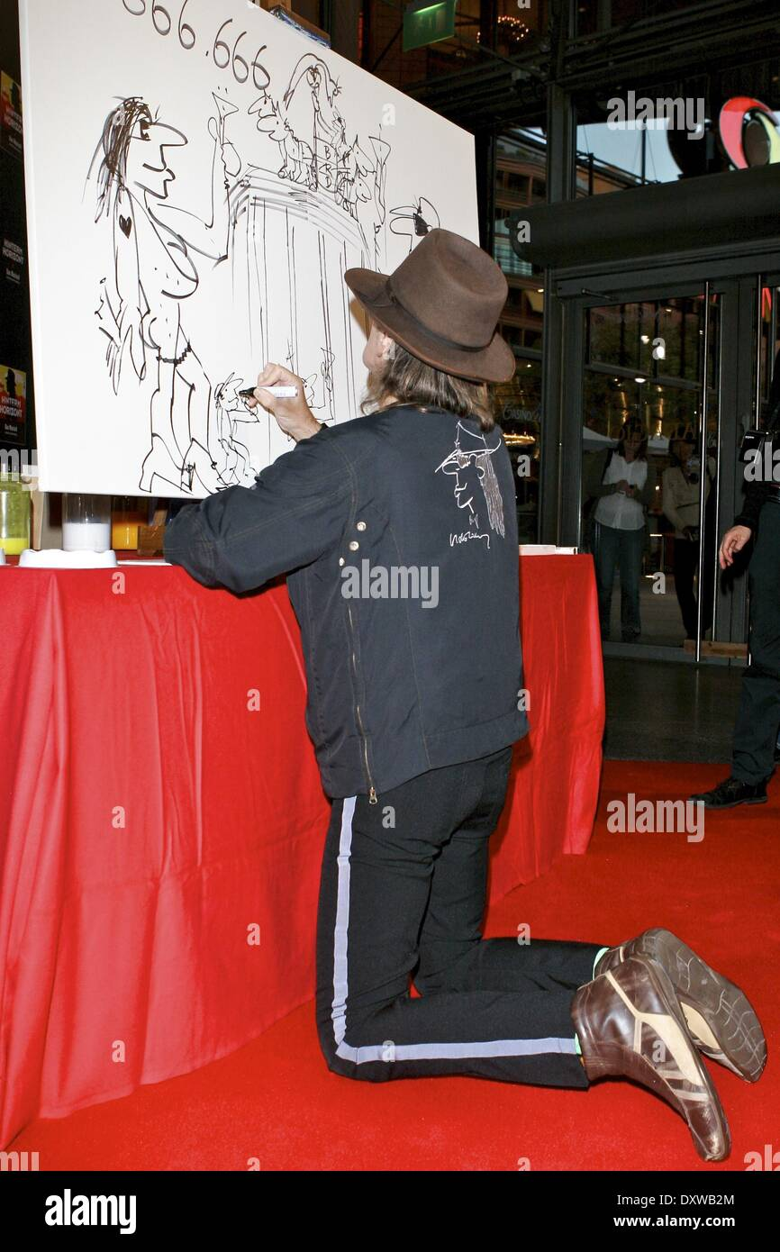 Udo Lindenberg Greets The 666 666th Guest Of His Musical Hinterm