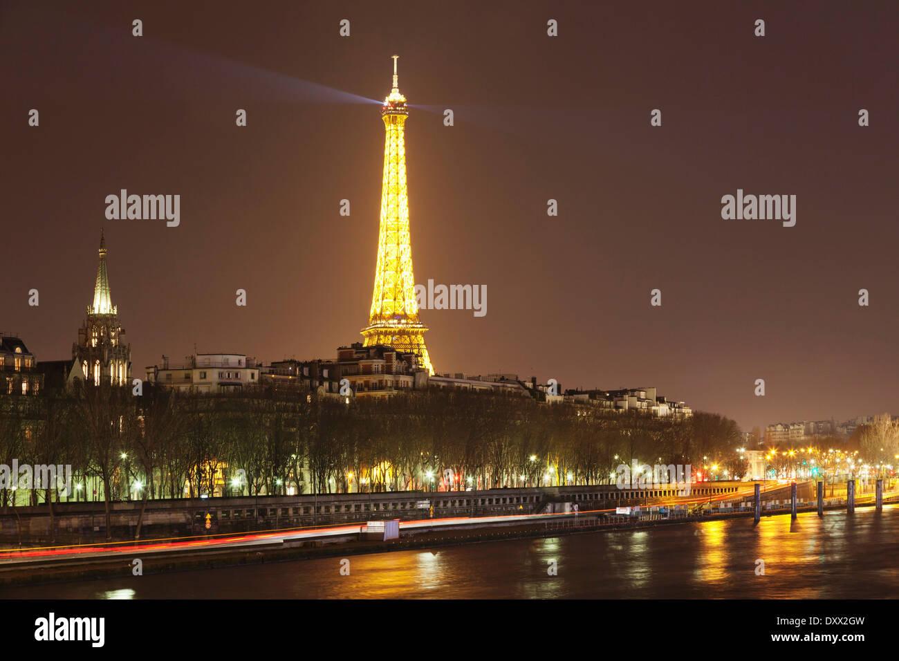 Seine and Eiffel Tower, Paris, Region of Île-de-France, France - Stock Image