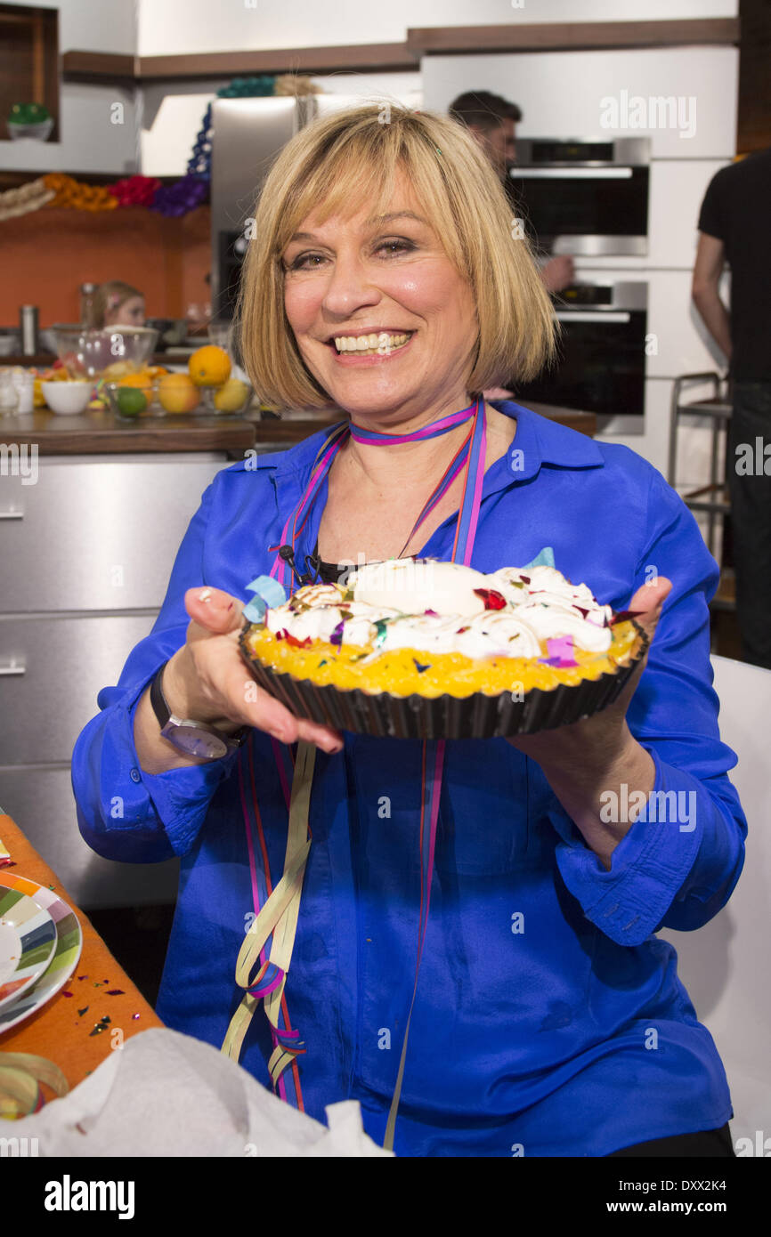 """Mary Roos recording a carnival episode of German cooking show """"Lafer Lichter Lecker"""" at Fernsehmacher studios. Where: Stock Photo"""