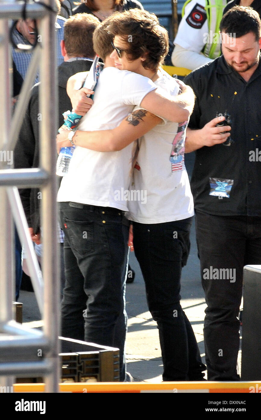 Harry Styles shares a hug with a band member after exchanging gifts One Direction seen having lunch and exchange gifts outside the CBS Studios before the taping of the 'X Factor' finale. Los Angeles California- 20.12.12 Featuring: Harry Styles shares a hu - Stock Image