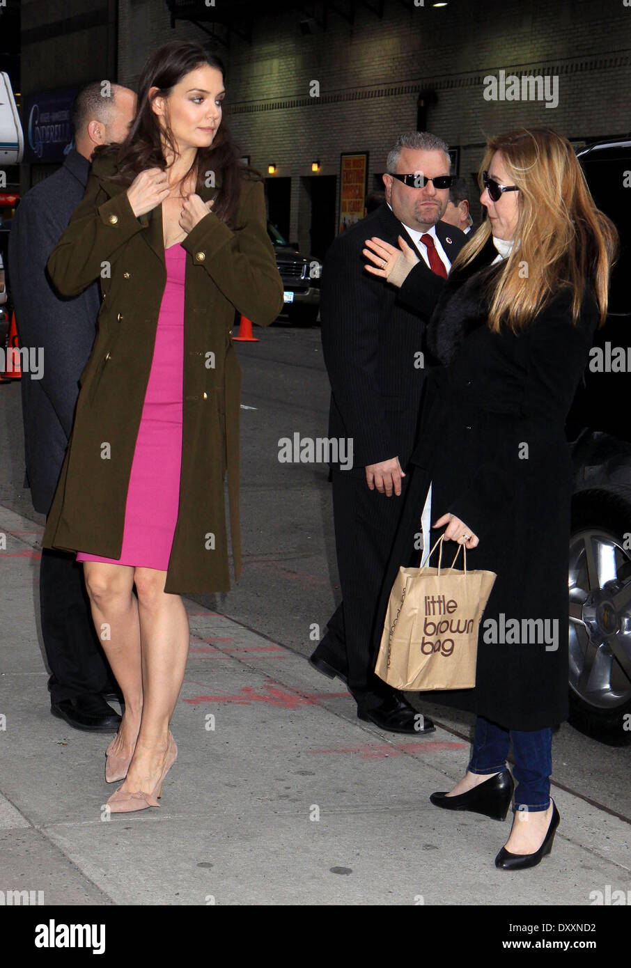 Katie Holmes and her publicist Leslie Sloan 'The Late Show with David Letterman' at the Ed Sullivan Theater - Arrivals Featuring: Katie Holmes and her publicist Leslie Sloan Where: New York City United States When: 20 Dec 2012 - Stock Image