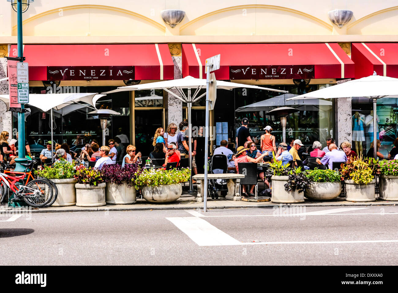 Shops And Restaurants On St Armands Circle Island Fl Stock Photo