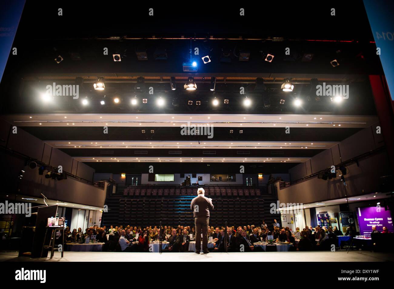 Motivational keynote speaker and serial entrepreneur NIGEL RISNER talking at a business networking conference event UK - Stock Image