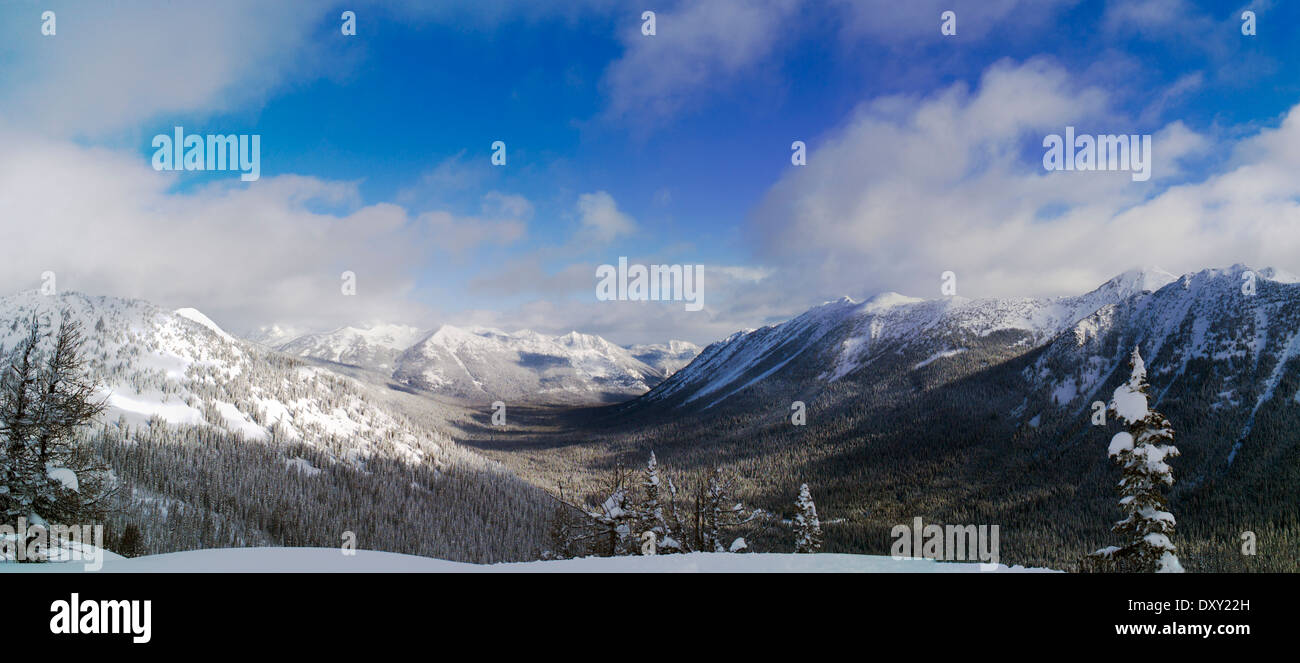 Panoramic winter view of glaciated valley, North Cascades, Washington state, USA - Stock Image