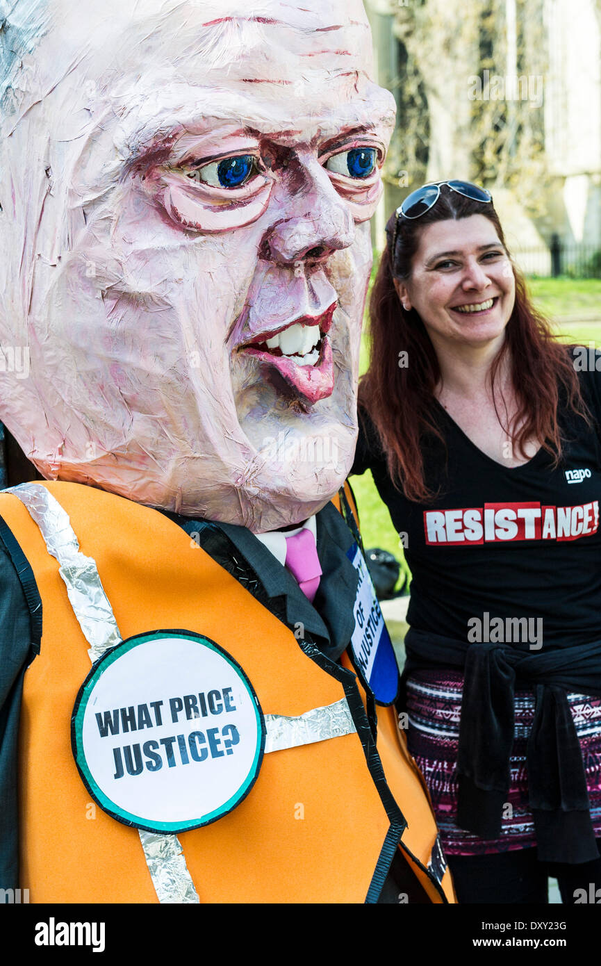 London, UK. 1st April 2014.  A member of NAPO poses with an effigy of Chris Grayling outside the Houses of Parliament as part of the joint demonstration by probation officers and legal aid solicitors. Photographer: Gordon Scammell/Alamy Live News - Stock Image