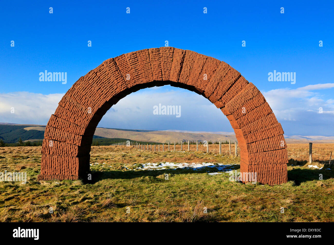 Colt Hill Arch, Cairnhead, Dumfries and Galloway, Scotland, UK. The arch is part of Andy Goldsworthy's 'Striding Arches' - Stock Image