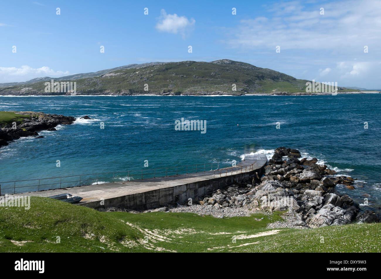 The island of Scarp from the jetty at Port a' Tuath near Huisinis, Harris, Western Isles, Scotland, UK. - Stock Image