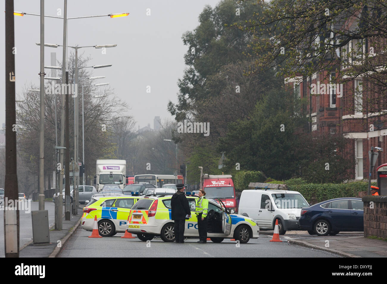 Liverpool, UK - 2nd April 2014: Traffic backs up behind a cordon on Aiburth Road, as police investigate reports of gun shots and damaged cars. Credit:  Adam Vaughan/Alamy Live News - Stock Image