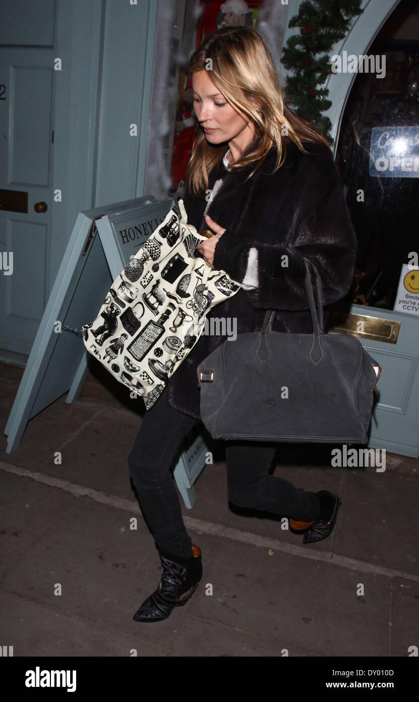 Kate Moss and Jamie Hince out shopping in Notting Hill. On the way home Kate rented a DVD film  Featuring: Kate Moss Where: - Stock Image