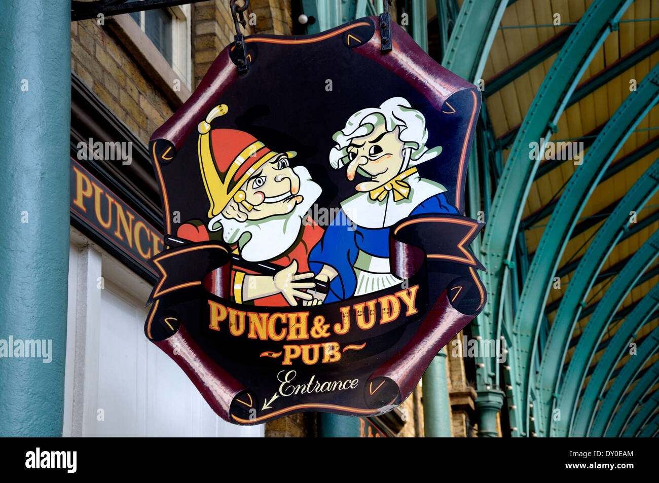 London, England, UK. Punch and Judy pub sign in Covent Garden - Stock Image