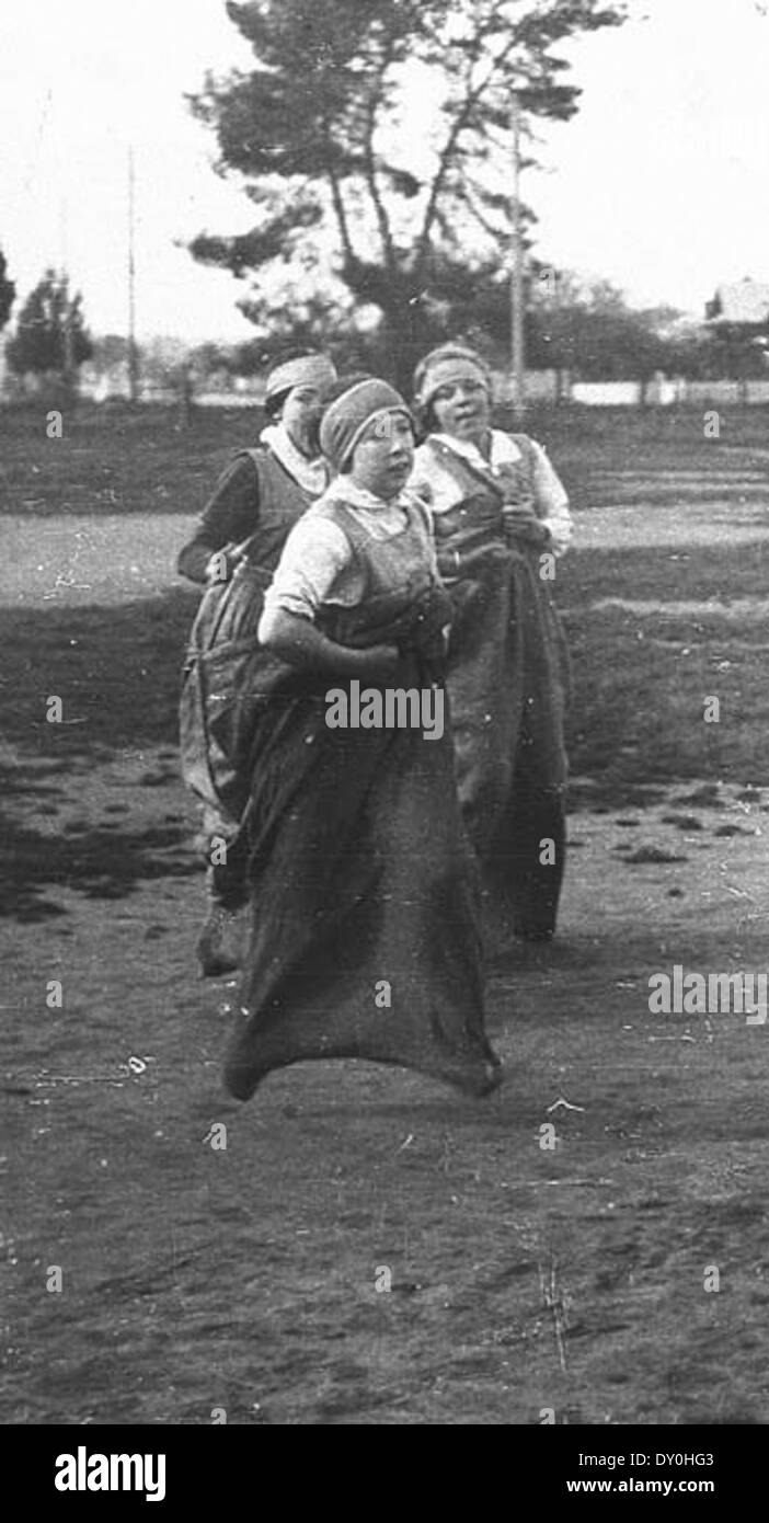 Cootamundra Public School athletics. Sack race, unknown date / photographer unknown - Stock Image