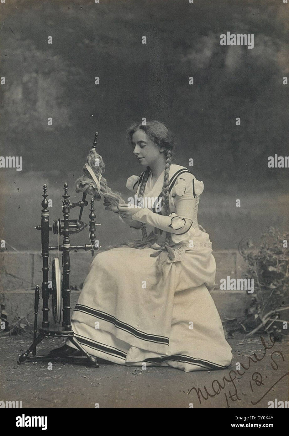 Maud Grantham as Marguerite in 'Faust', Sydney, 1901 / photographer T. Humphrey & Co. - Stock Image