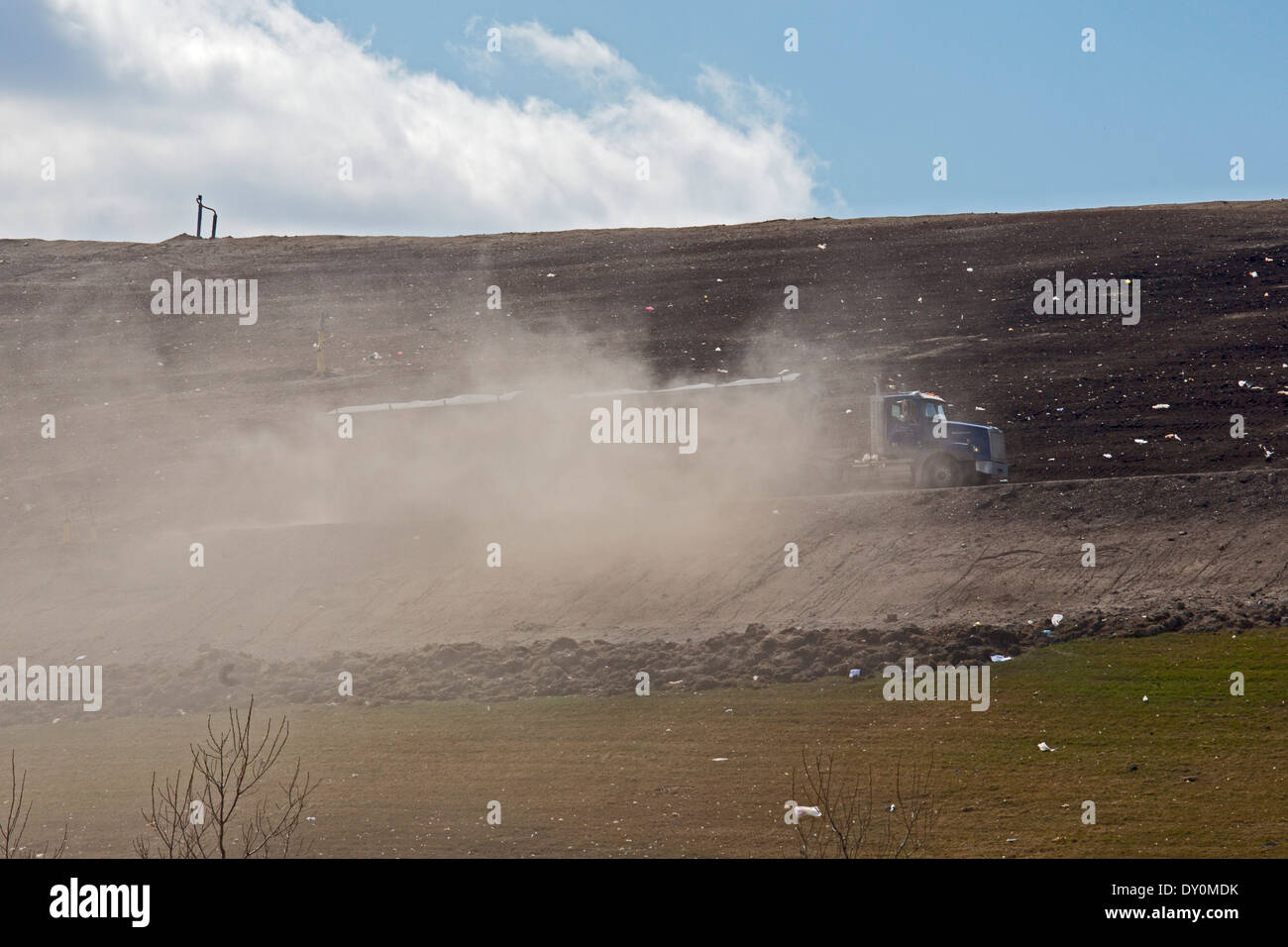 Waltz, Michigan - A truck kicks up dust as it delivers trash to Republic Services' Carleton Farms Landfill. - Stock Image