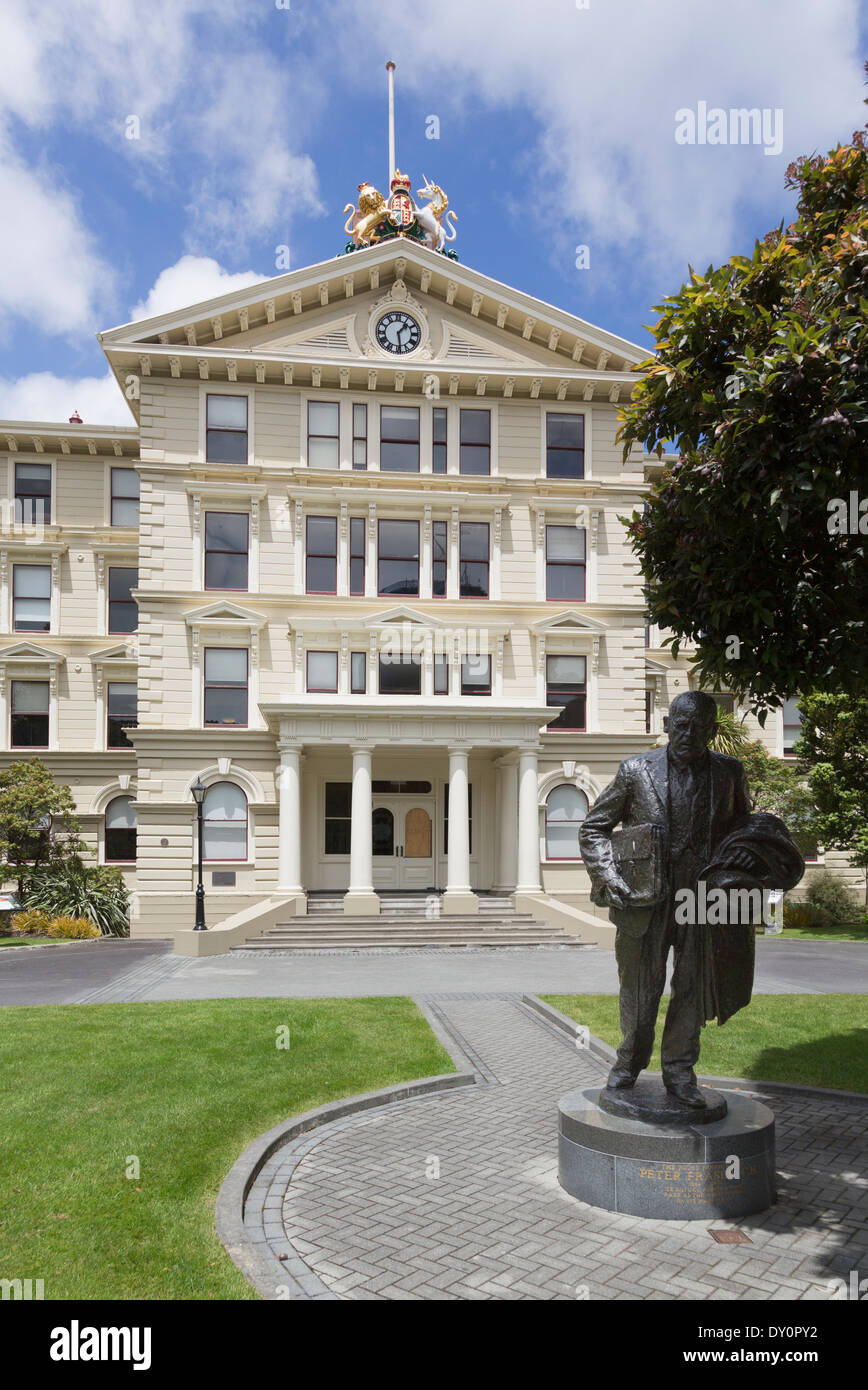 Old Government Buildings, Wellington, New Zealand with statue of former Prime Minister Peter Fraser Stock Photo