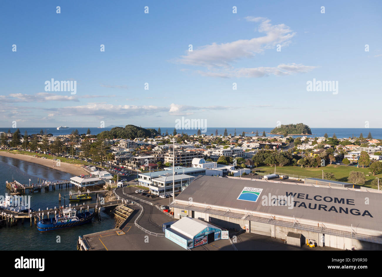 Tauranga, New Zealand - Overview of the town and harbor area - Stock Image