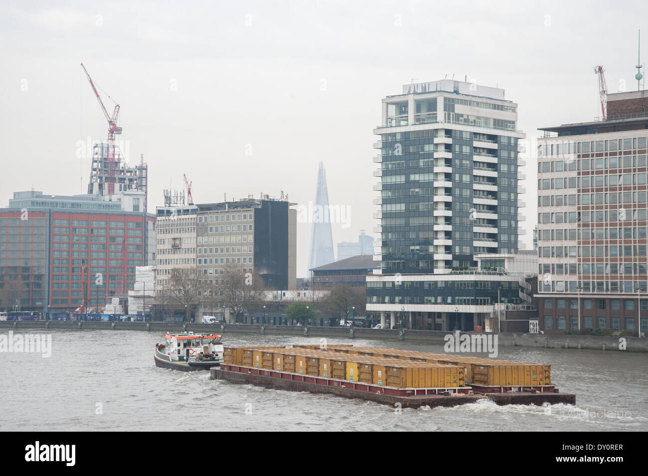 London, UK. 2nd April 2014. . View from Vauxhall Bridge of the Shard shrouded in smog. Credit:  Pete Maclaine/Alamy Stock Photo