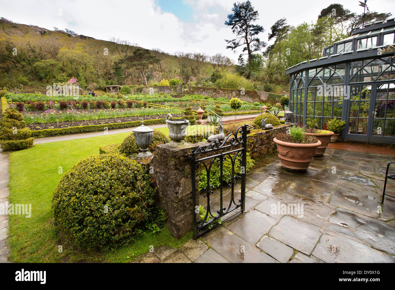Ireland, Co Donegal, Glenveagh Castle formal gardens and conservatory - Stock Image