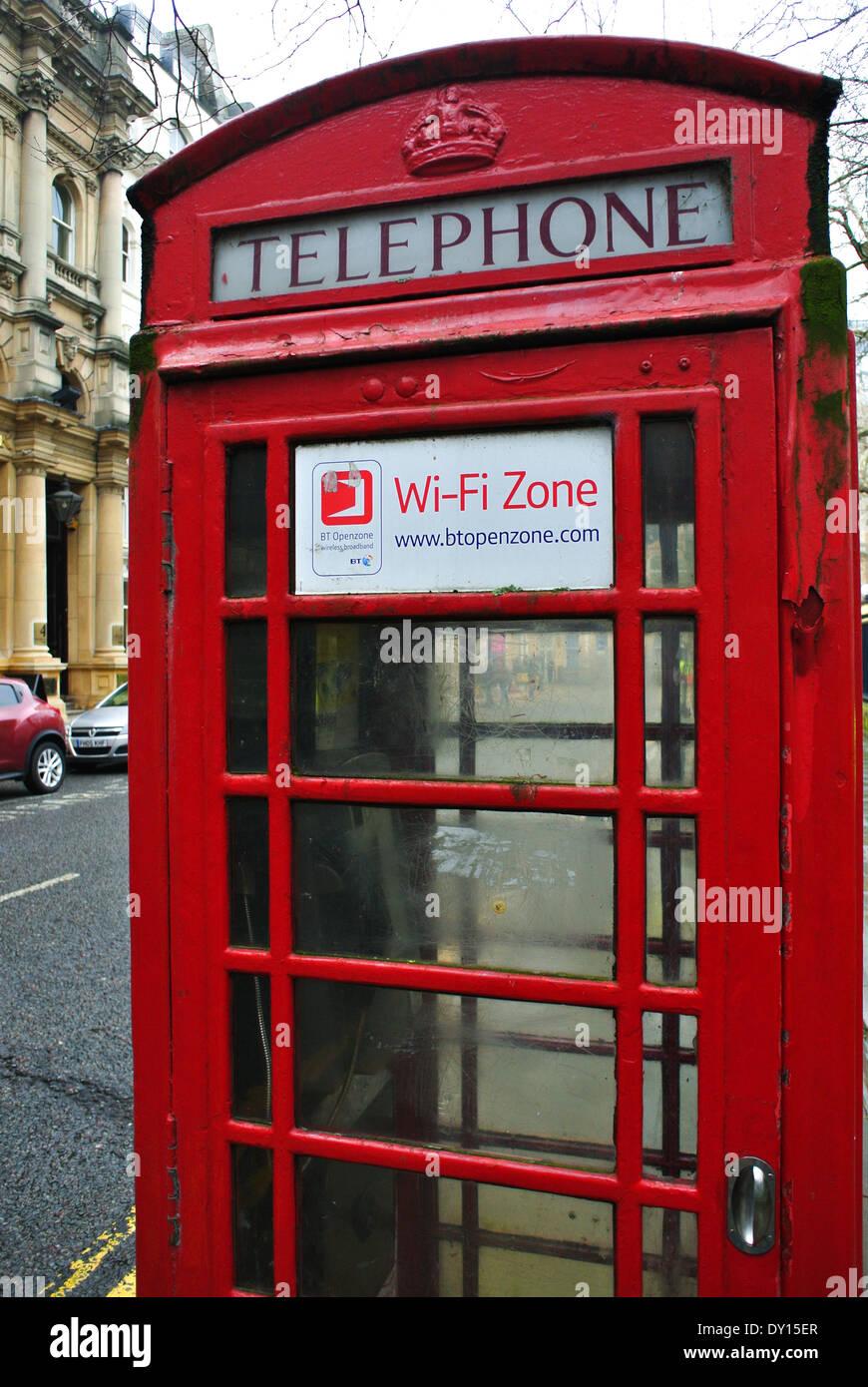Telephone box wi-fi Zone www.btopenzone.com - Stock Image