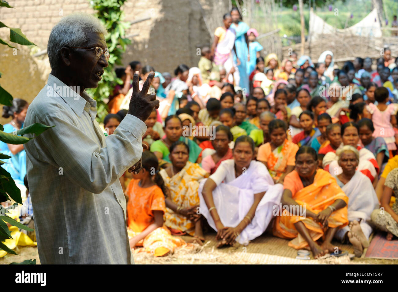 INDIA Jharkhand, Chaibasa, NGO Birsa organise Adivasi to fight for their land rights, meeting in village Debrbir Stock Photo