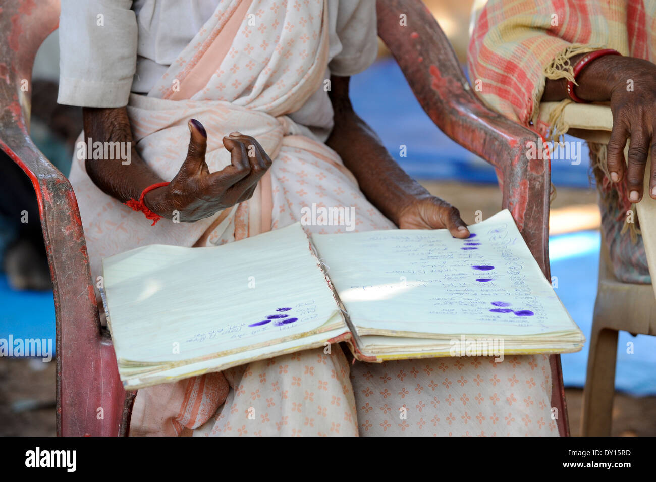 INDIA Jharkhand, NGO Birsa organize Adivasi to fight for their land rights, meeting in village, women sign with thumb print - Stock Image