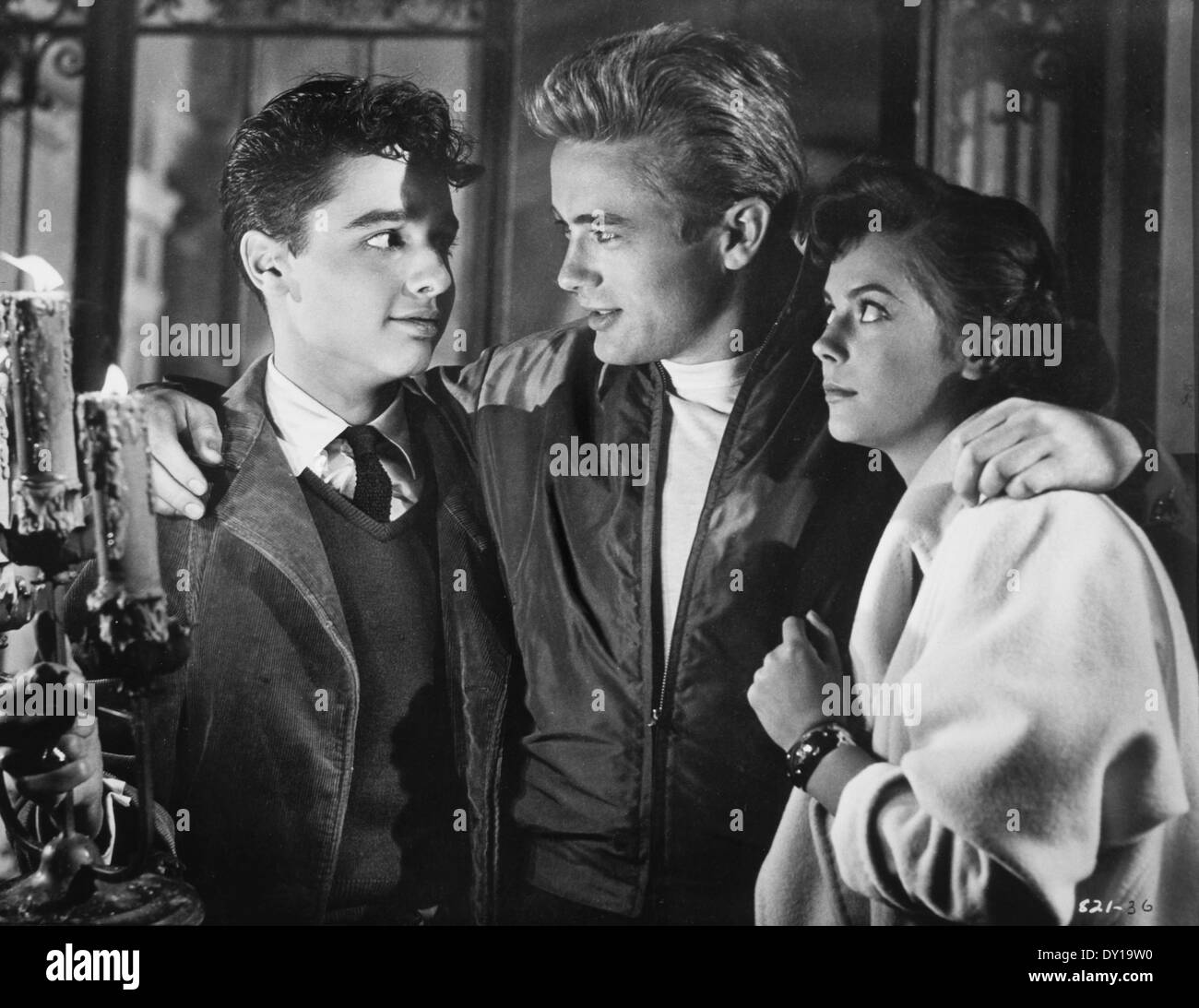 Sal Mineo, James Dean and Natalie Wood, on-set of the Film, 'Rebel Without a Cause', 1955 - Stock Image