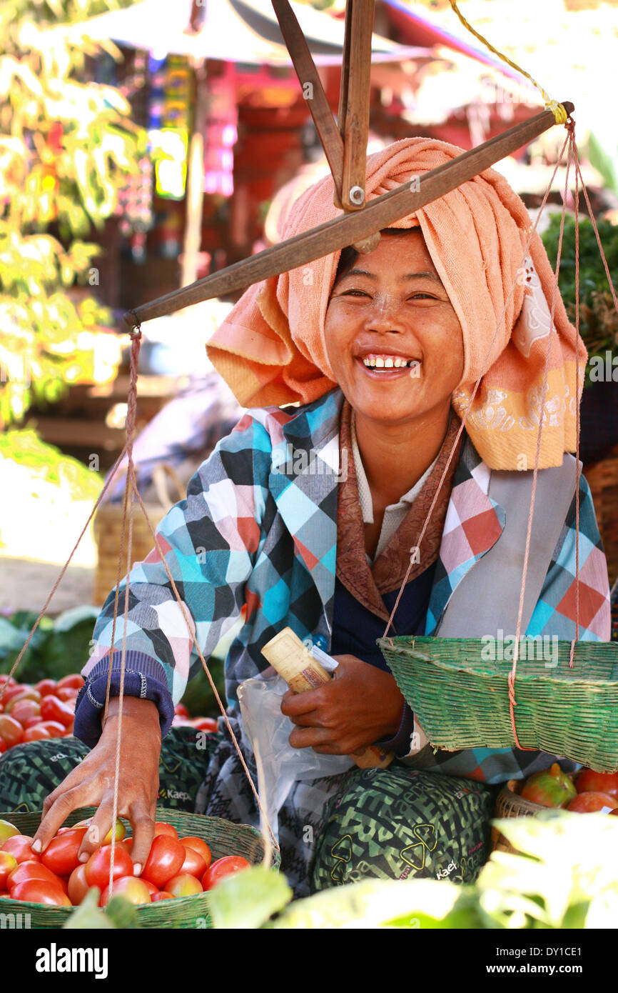 Trading activities on February 14, 2011 at Nyaung-U market, Myanmar. - Stock Image