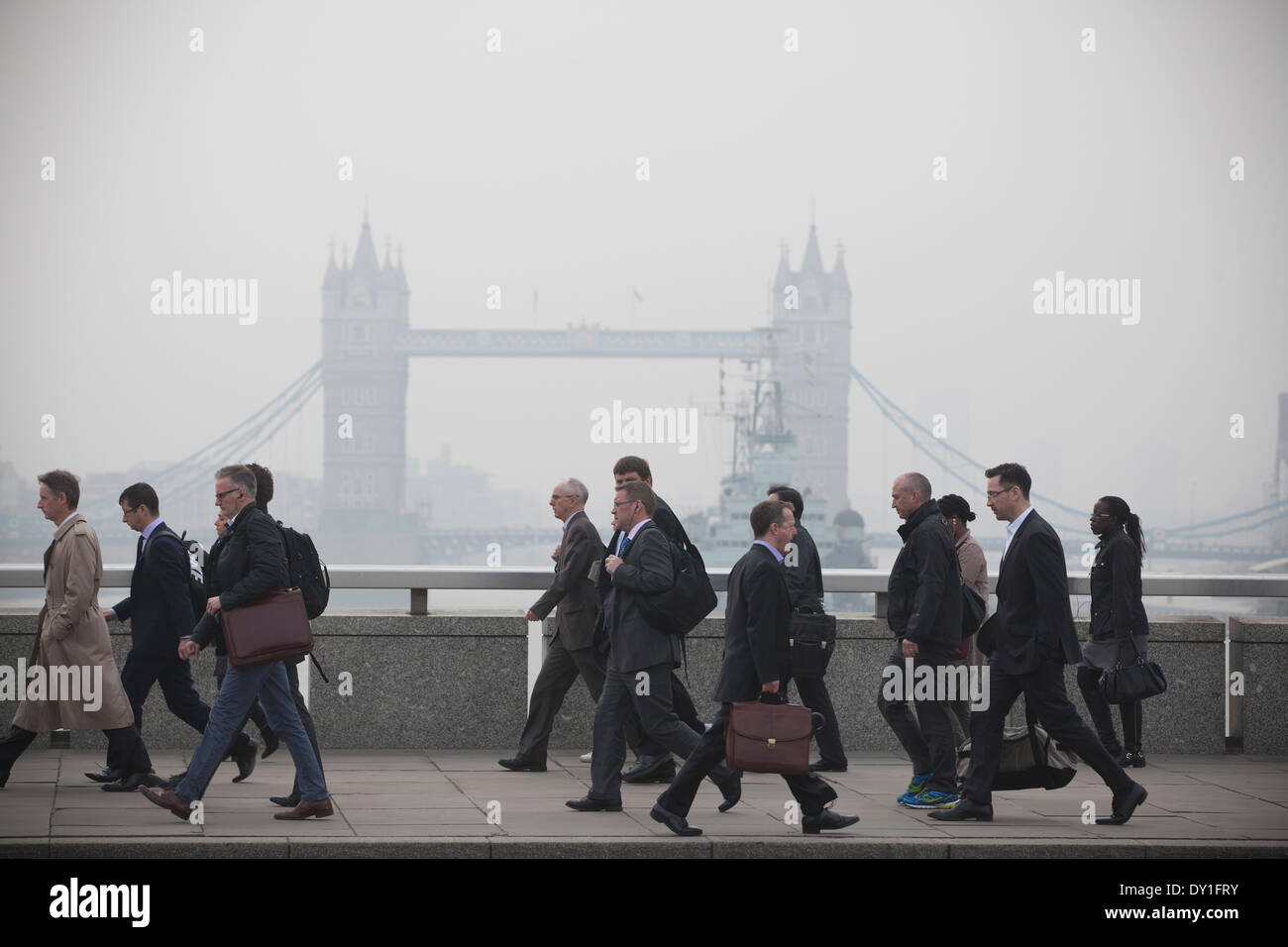 London, UK. 3rd April, 2014. London Smog: London Bridge, City of London, London, UK Commuters make their way across London Bridge as the London Smog, and red dust swept up from the Sahara continue to cause high levels of air pollution across the capital. Scores of flights have been cancelled and people have been advised to stay indoors if they suffer from asthma or heart conditions. Credit:  Jeff Gilbert/Alamy Live News - Stock Image