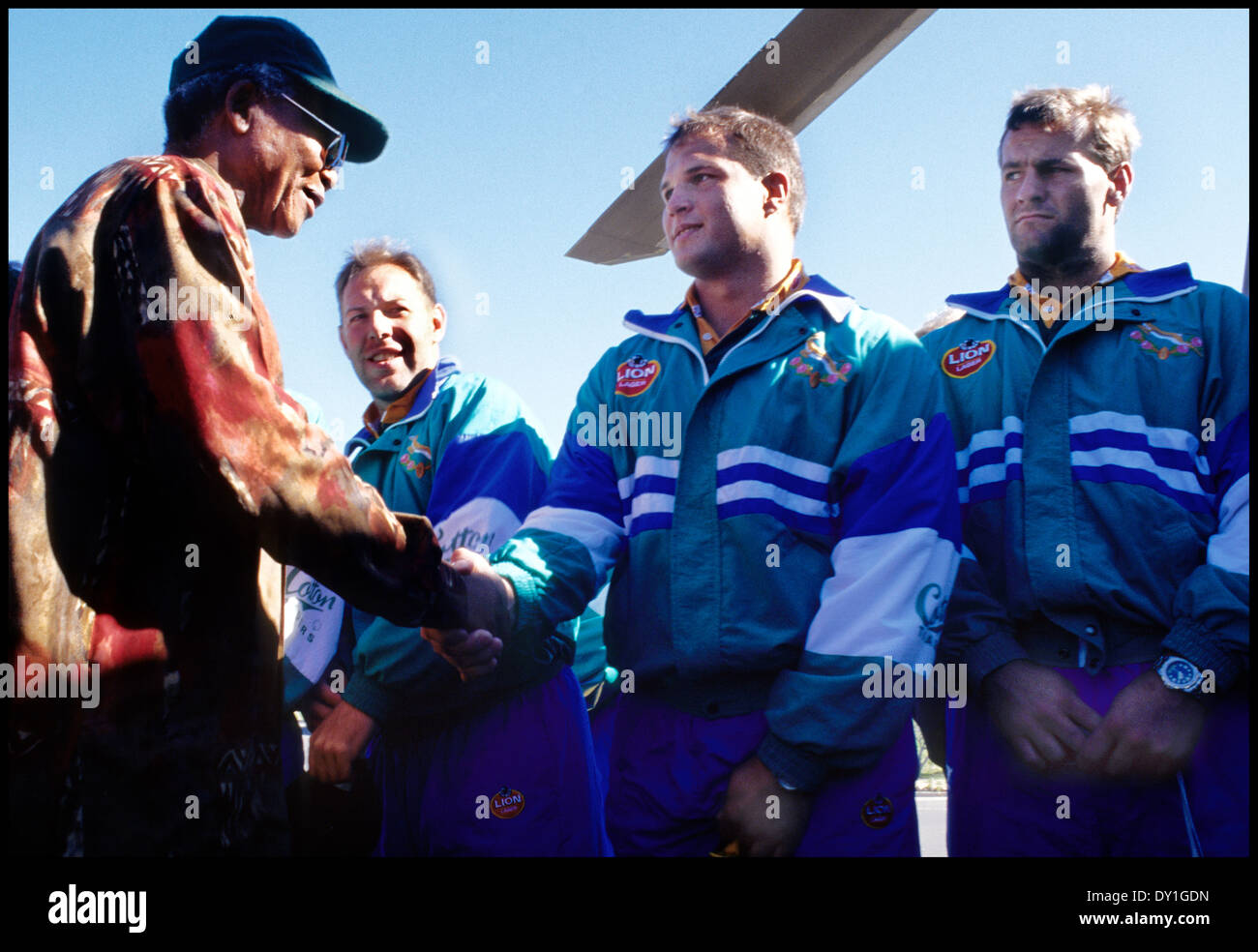 President Nelson Mandela meets the South African rugby team after a practice session at the Silvermine training ground,Cape - Stock Image
