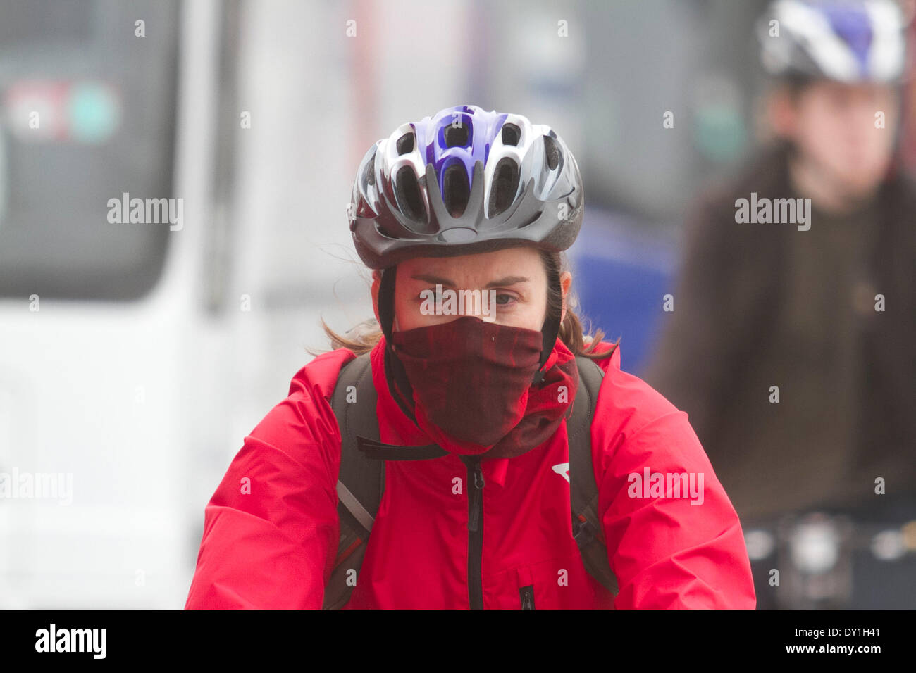 London, UK. 3rd April 2014. A cyclist with a mask to protect from the Sahara smog and pollutants  as (DEFRA) Department for Environment Food and Rural Affairs warned of a high risk of air pollution in England caused by a mix of  European emissions and dust from the Sahara. Credit:  amer ghazzal/Alamy Live News - Stock Image
