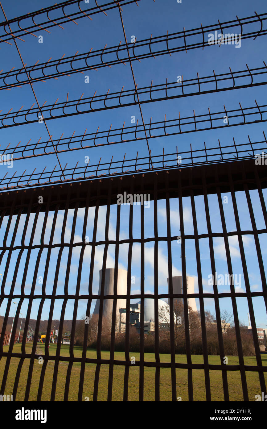 security fence, Grohnde Nuclear Power Plant, Emmerthal, Hameln, Lower Saxony, Germany, Europe, - Stock Image