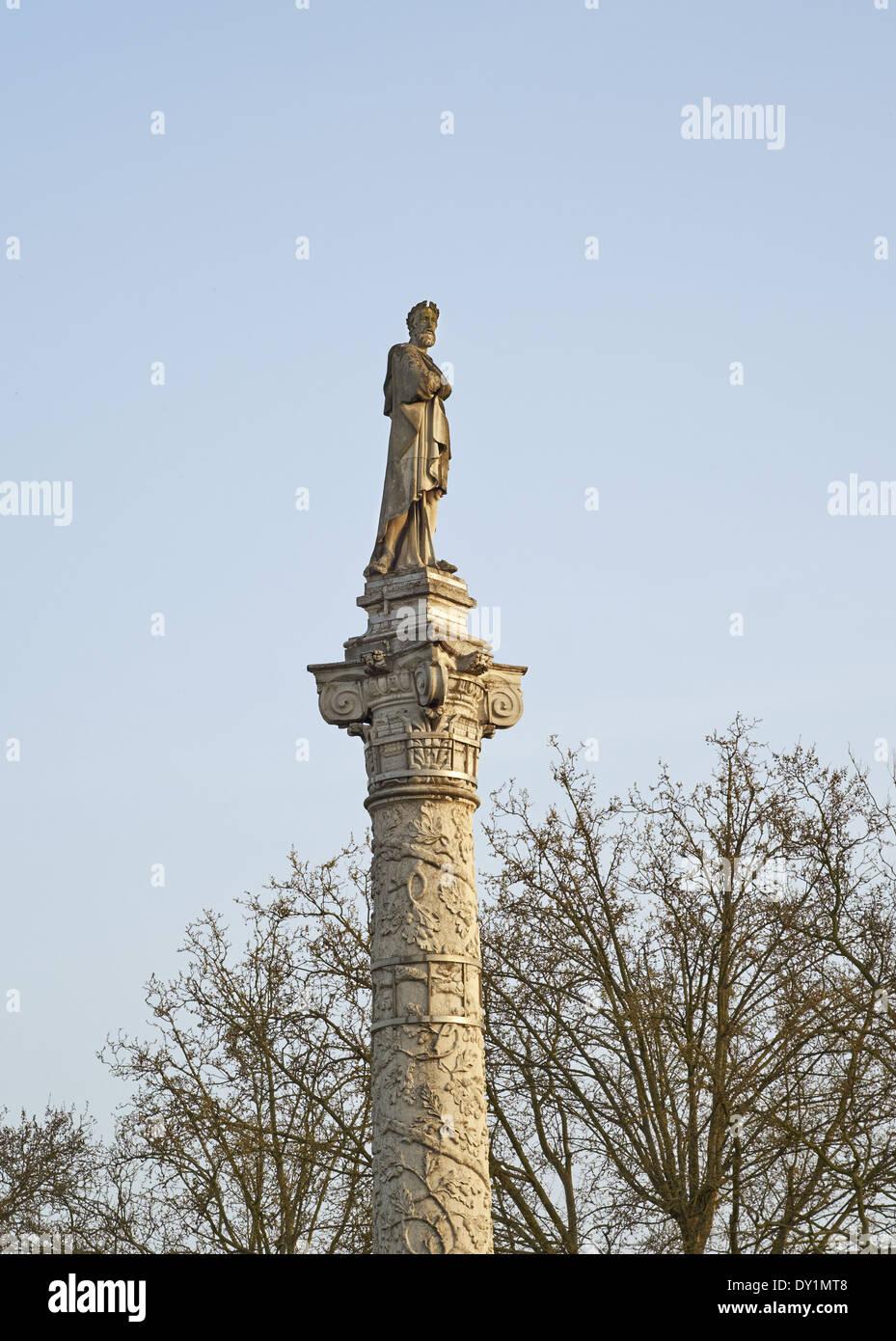 Ferrara, Italy. 16th century column in Piazza Ariostea designed by Ercole Grandi, with statue of Ludovico Ariosto - Stock Image